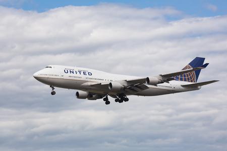 Boeing 747 approach and landing Redakční