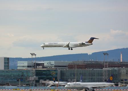 Bombardier lands at the airport Redakční