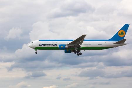 Boeing 767 approach and landing Redakční