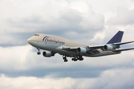 Boeing 747 AirBridge landing