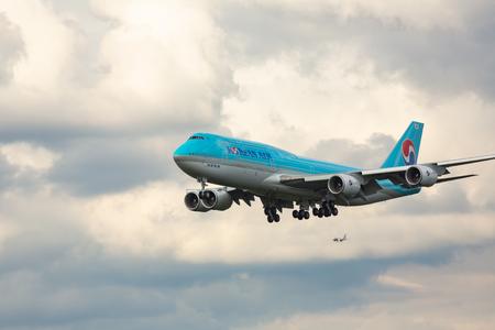 Boeing 747 Korean Air landing