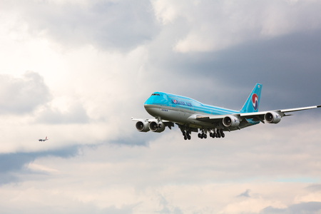 Boeing 747 approach and landing Editorial