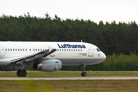 Airbus A321 Lufthansa takes off Redakční