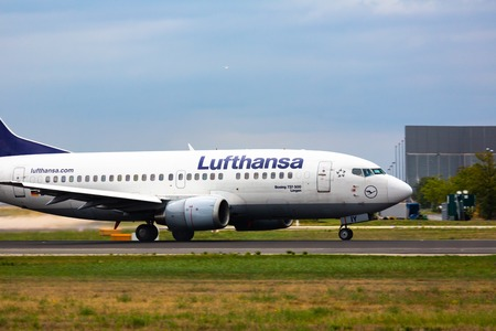 Boeing Lufthansa taxis on the runway