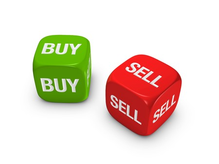 actividad econ�mica: par de dados de rojos y verdes con comprar, vender signo aislado sobre fondo blanco  Foto de archivo