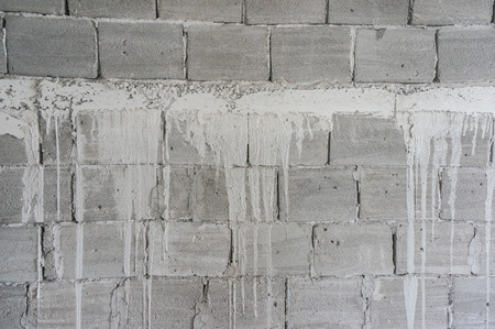 underlying: exterior wall of poured concrete under construction Stock Photo