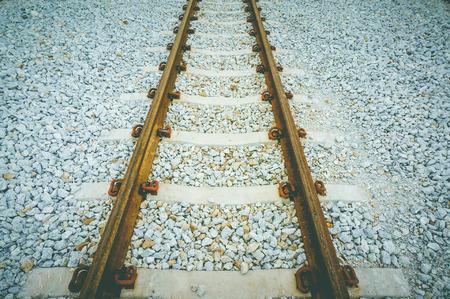 emigranti: Guide di supporto in acciaio con traversine di cemento cosparso di tomba, tono freddo