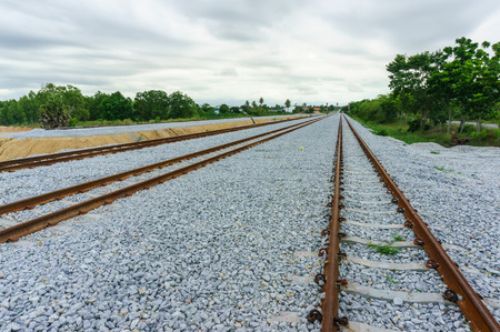 emigranti: Steel support rails with concrete sleepers strewn with grave