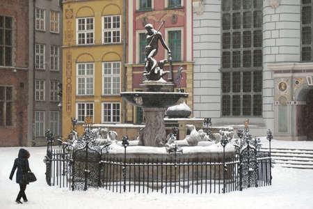 Old Town and Neptune's Fountain in beautiful winter scenery, Gdansk, Poland Stockfoto