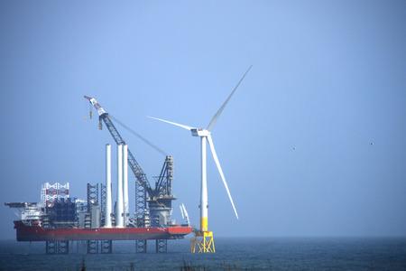 La più grande nave installazione di un parco eolico al mondo. Aberdeen, Scozia, Regno Unito.