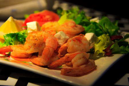 Seafood salad. Ready to eat prawns with lettuce and tomato in a plate. Archivio Fotografico