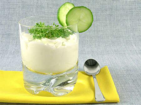 berros: jogurt griego con pepino y berros