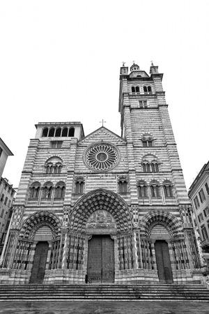 lorenzo: cattedrale di san lorenzo genova in black and white