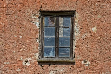hayloft: edad abandon� el ladrillo rojo pajar