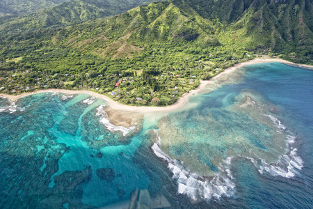 헬리콥터에서 카우아이 Napali 해안 공중보기 스톡 콘텐츠