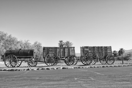 Old Far West Band Wagon in black and white Imagens - 34975964