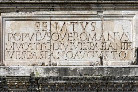 spqr: Senatus populusque romana imperator augustus inscripci�n en arco triunfo