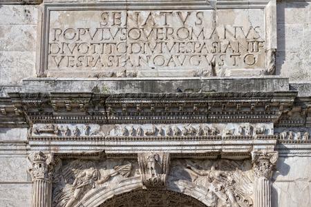 derecho romano: Senatus populusque romana imperator augustus inscripci�n en arco triunfo