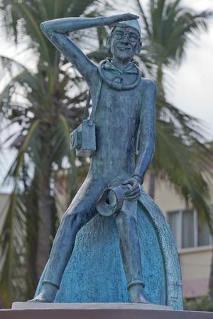 jacques: Jacques Cousetau copper statue in mallejon promenade by the sea