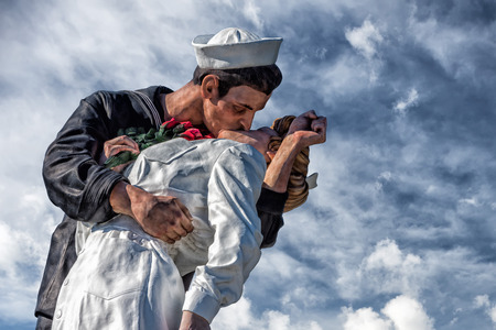 Unconditional Surrender sailor and nurse statue san diego