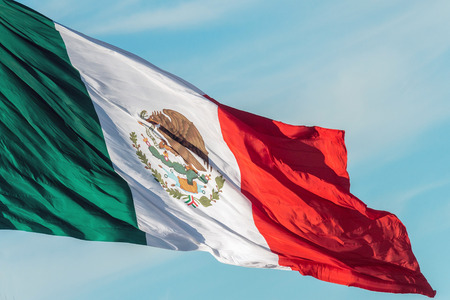 mexican flag weaving on sky background Imagens - 50605250