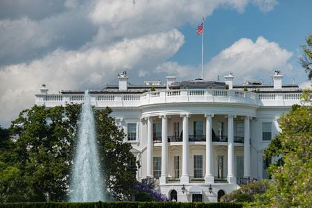 bandera blanca: vista Casa Blanca Washington DC Foto de archivo