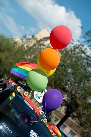 Montreal, Canadá - 18 de Agosto de 2013 - desfile del Orgullo Gay en la calle de la ciudad