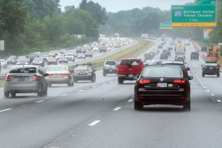 WASHINGTON, DE VS - 23 JUNI 2016 - Maryland Baltimore aan zware de autoverkeer verstopte weg van Washington