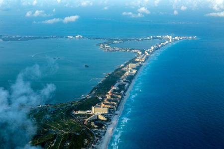 비행기에서 Cancun 공중보기 파노라마 풍경