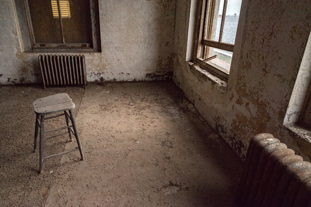 Statue of liberty view from ellis island abandoned psychiatric hospital interior rooms Imagens