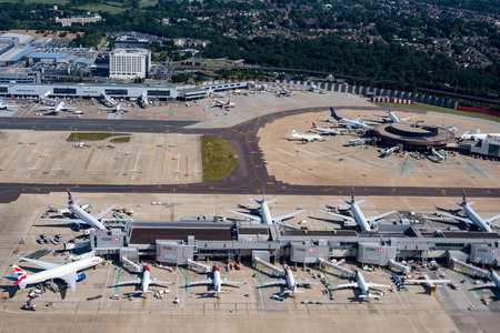LONDON, ENGLAND - JULY 13 2017 - Gatwick airport is the most congested traffic one in United Kingdom Imagens - 89898830