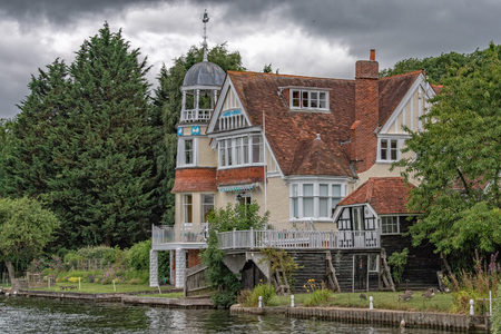thames river old house manor
