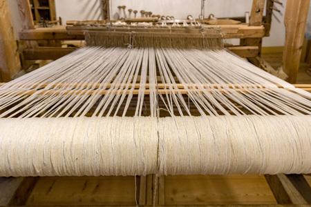vintage old loom weaving machine close up Banque d'images