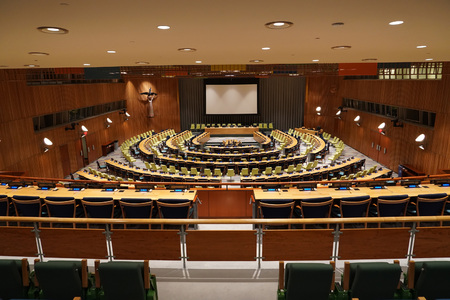 NEW YORK, USA - MAY 25 2018 - United Nations trusteeship council hall; headquartered in a complex designed by architect Oscar Niemeyer open to public 版權商用圖片 - 103566690
