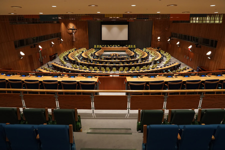 NEW YORK, USA - MAY 25 2018 - United Nations trusteeship council hall; headquartered in a complex designed by architect Oscar Niemeyer open to public 版權商用圖片 - 103566694