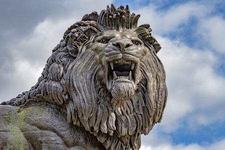 english rar lion copper statue 免版税图像
