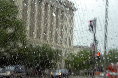 heavy rain on car glass window  in washington dc usa Foto de archivo - 114279329