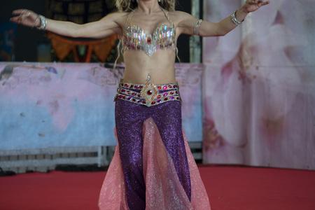 Oriental belly dancer beutiful move detail Standard-Bild