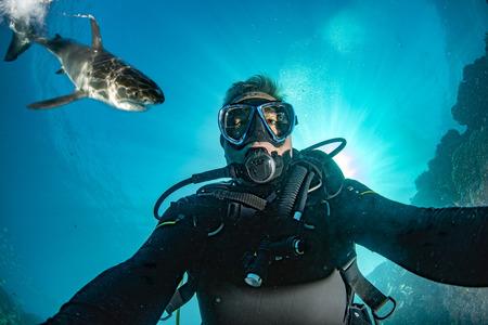 Great white shark ready to attack a scuba diver taking a selfie Archivio Fotografico - 120356074