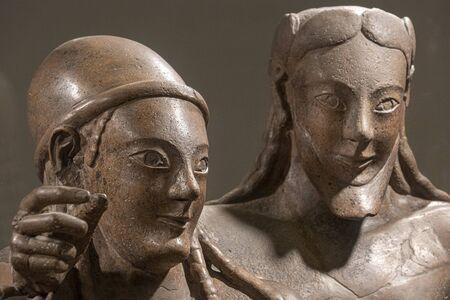 particolare del sarcofago etrusco degli sposi sposi Archivio Fotografico