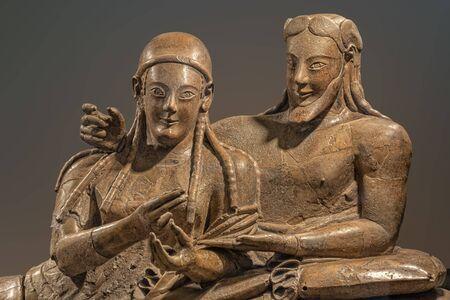 particolare del sarcofago etrusco degli sposi sposi