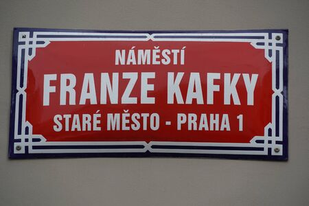 franz kafka street sign in prague czech republic 版權商用圖片 - 135112513