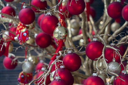 red high quality glass ball christmas tree ornament Imagens