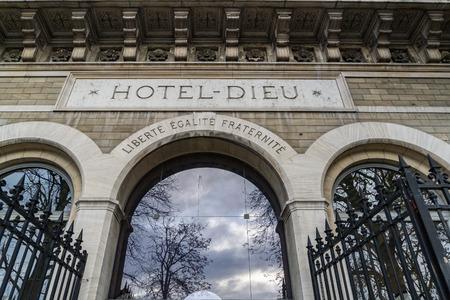 hotel dieu hospital in Paris France view