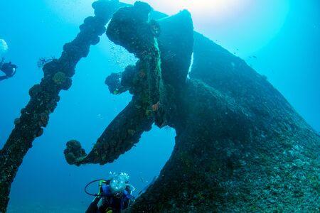 diver near propeller ship wreck in the deep blue ocean background Archivio Fotografico