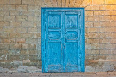 baroque building wooden door in noto sicily at night Standard-Bild