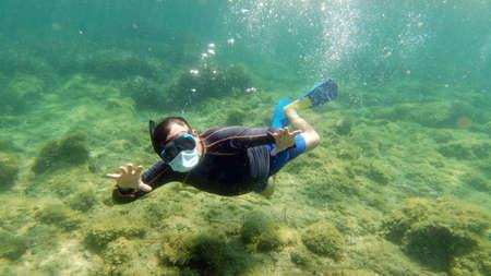 snorkelist diver with virus mask underwater Standard-Bild