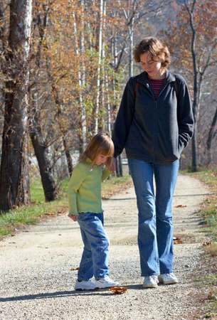 Mom with daughter in the park. Harpers Ferry, WV Standard-Bild
