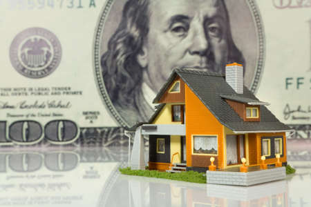 Real Estate concept op grote dollar achtergrond