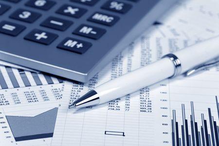 Finanzielle Konzept. Rechner und Pen. Standard-Bild - 6722186